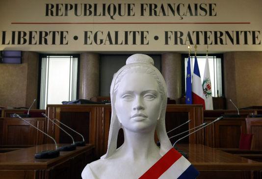 """Résultat de recherche d'images pour """"marraine mairie statue"""""""""""