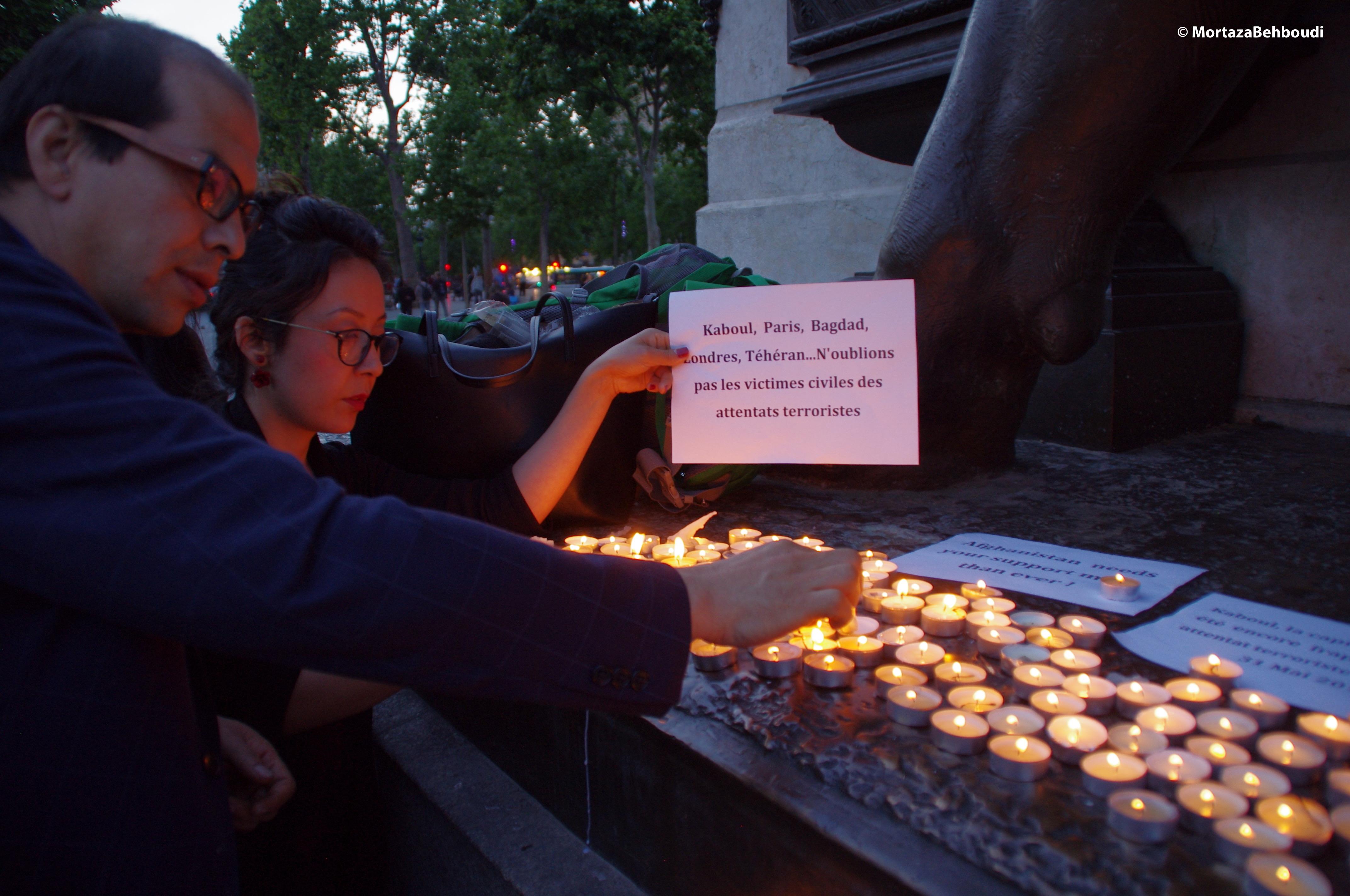 Paris - Rassemblement pour la mémoire des victimes des attaques terroristes à Kaboul © Mortaza Behboudi